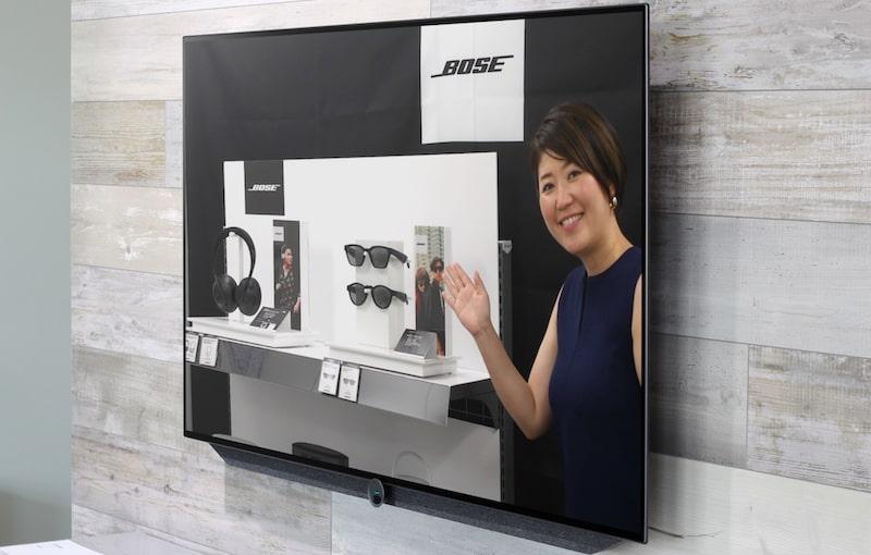 ビックカメラの店頭で販売員がリモートで商品説明